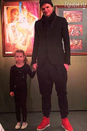 Тарасов и его бывшая жена и ребенок фото