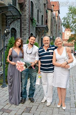 Жена устроила мужу сюрприз с подругами русское порно 7