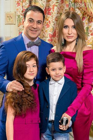 гарик мартиросян фото с семьёй