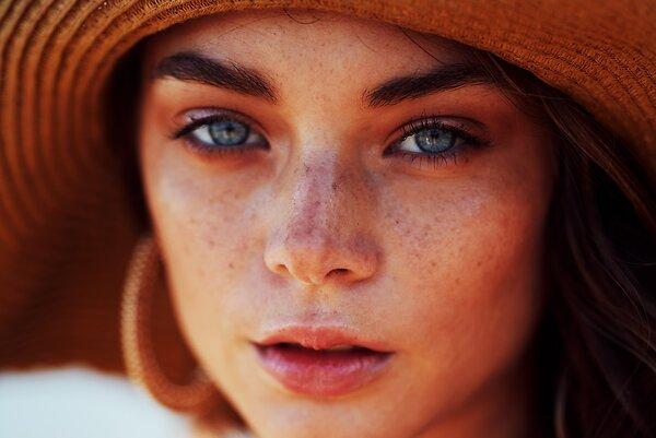 Как правильно ухаживать за жирной кожей в жару