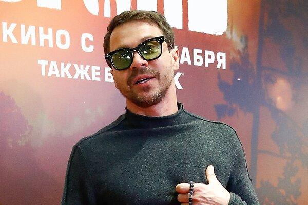 Павел Деревянко рассекретил свою новую девушку-танцовщицу на премии «Золотой орел»