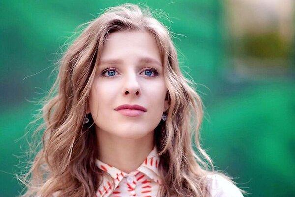 «Роковая дама!» Преобразившаяся Лиза Арзамасова стала неузнаваемой