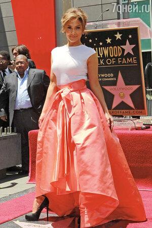 404e036d01f8 Модная битва  Лопес, Куркова, Котийяр — кому больше всех идет юбка Dior