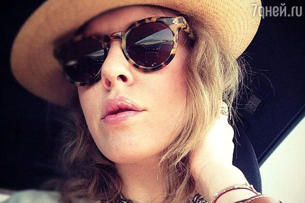 5f92fd4a7ec0 «Солнечные очки — это мой фетиш», — призналась Ксения Собчак в Instagram.  Фото  из микроблога