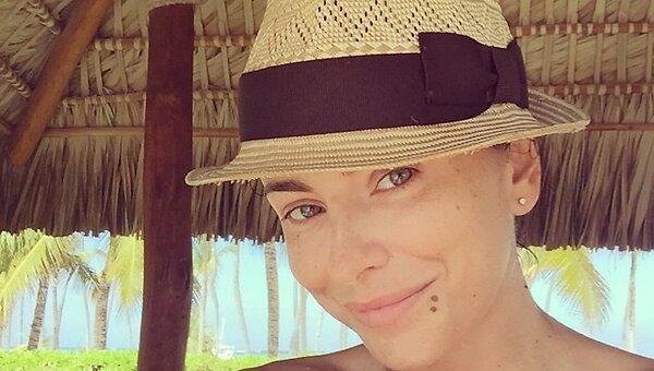 Ани Лорак обходится без макияжа на отдыхе - 7Дней.ру
