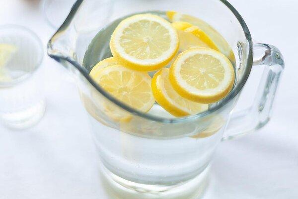 Лимонный сок вместо пилинга и еще 7 вредных советов из Интернета