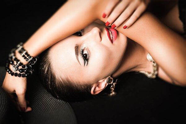 Как в 50 выглядеть на 30: семь важных советов по макияжу