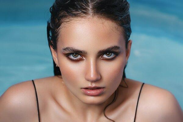 Гиалуроновая кислота в косметике: поможет ли она разгладить все морщины?
