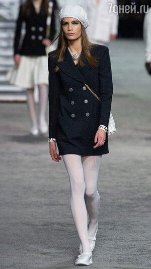 916a8fdcdb00 ... на один вечер пришвартовалась прямо под стеклянным куполом парижского  Гран-Пале. Это Карл Лагерфельд показывал круизную коллекцию Chanel.