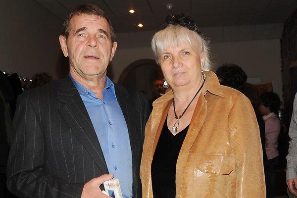 Живет с двойником Баскова и распродает имущество: что происходит с вдовой Алексея Булдакова