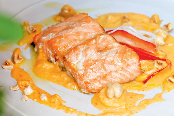 Рецепты от Юлии Высоцкой: Семга с соусом из сладкого перца, «винегрет» из обжаренных овощей и сливы в вине - 7Дней.ру