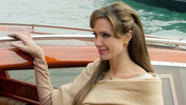 Секс в венеции в средние века видео, большие груди жены щупает в театре