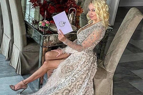 Коленочки Яны Рудковской, грудь Кристины Асмус и другие части тела российских знаменитостей, которые обсуждали в этом году