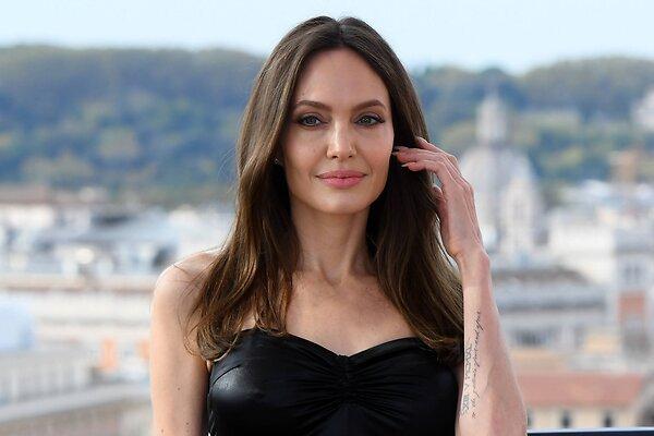 Как неловко: Анджелина Джоли отреагировала на вопрос об ее отношениях с Уикндом