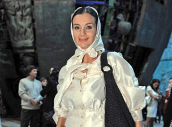 Екатерина стриженова задирает юбку фото 261-689