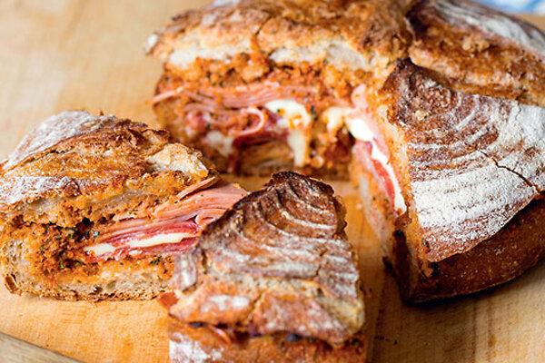 Рецепты от Юлии Высоцкой: итальянский бутерброд с колбасой и сладким перцем, салат из фасоли, а также пирог с ежевикой - 7Дней.ру