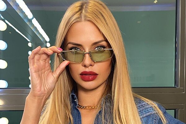 «Какая безвкусица»: российские звезды, которые примерили бьюти-тренды 90-х и прогадали