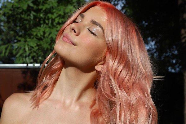 Персиковый крем – новый оттенок волос для рыжих, который омолодит