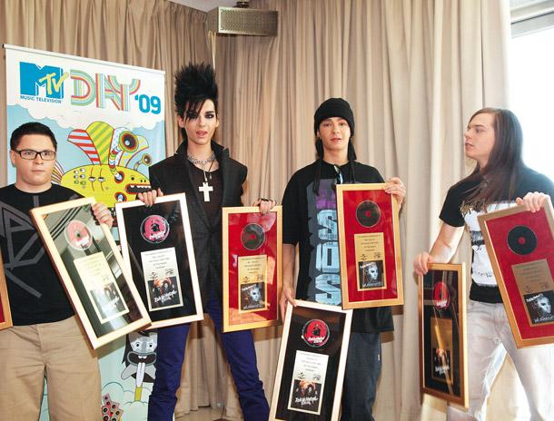 [Net/Russie/Mars 2010] Tokio Hotel : « Quand j'ai vu notre clip, je suis devenu fou ! » 4_10_Show_tokio_f05_fmt