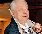 Олегу Табакову подарили необычное оружие